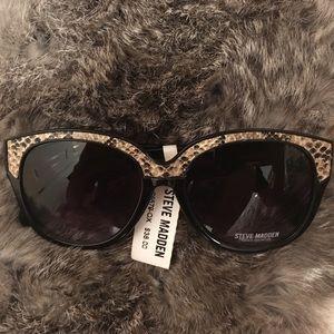 New Steve Madden Black Sunglasses